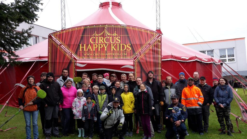 Cirkusový stan stojí